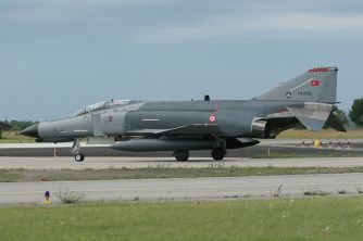 Un F-4 turc au sol.