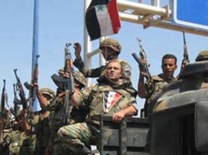 Des soldats syriens prenant le contrôle des postes de contrôle frontaliers avec l'Irak