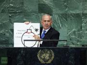 Cette année, c'est à Netanyahu, inamovible premier ministre de l'État d'Israël que revint le rôle du pitre à l'ONU en s'affichant avec une caricature de bombe à mèche comme celle qu'utilisaient les anarchistes protosionistes de la première moitié du XXème siècle en Europe et en Russie. A la limite du grotesque, Benyamin Netanyahu tente de décrire avec le plus grand sérieux du monde l'une de ses obsessions sur le nucléaire iranien qu'il veut ériger en menace universelle...