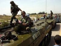 l'état-major de l'armée syrienne a dépêché 15 000 hommes en renfort à Alep, principal verrou stratégique du Nord de la Syrie. Au sud-est, et plus particulièrement près du plateau stratégique du Golan, la tension créee par de fréquents échanges d'obus de mortier risque d'aboutir à tout moment en un conflit armé avec l'armée israélienne. Ici, des unités d'infanterie mécanisée de l'armée de terre syrienne en route vers Alep.