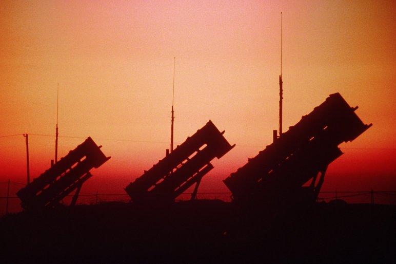 Plus de 400 militaires de l'Otan seront affectés en Turquie pour le déploiement et l'utilisation des batteries anti-missiles. Sur le terrain, des militaires US, britanniques, français, allemand et des officiers de liaison de trois royaumes arabes sont déjà à l'œuvre...