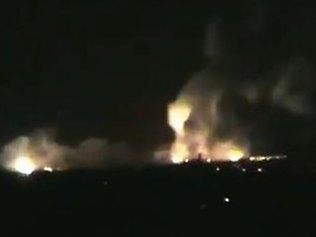 Incendie de dépôts de carburants suite à un bombardement ennemi sur l'aéroport international de Damas. 3 mai 2013