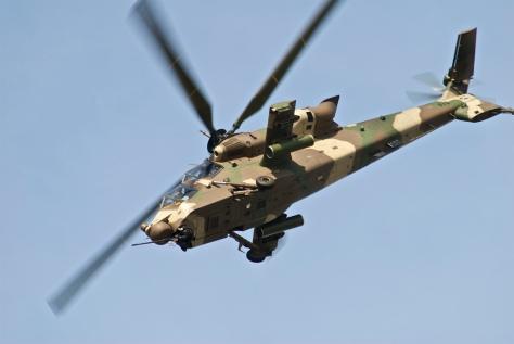 Un hélicoptère d'attaque Rooivalk AH-2 de l'armée sud-africaine. Un appareil similaire a été aperçu, jeudi 30 mai 2013, volant à pleine allure au dessus de l'aéroport international d'Alger. Officiellement, l'Algérie n'a pas acquis ce type d'appareils. Mais on sait que l'armée algérienne ne divulgue jamais ses acquisitions réelles.