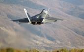 Une possible intervention américano-israélienne en Syrie permettrait au F22 Raptor d'avoi son premier baptême de feu face aux Mig-29 S et Su-27 syriens. A moins que l'aviation syrienne ne soit détruite au sol par une campagne de bombardements intensifs.