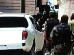 Capture d'écran des premières images diffusées par la chaîne libanaise Al-Mayadeen dans des villages isolées de la Province côtière de Lattaquié en Syrie. En moins de deux semaines, des milliers d'éléments du front d'Al-Nosra et de l'armée du Sham ont investi des dizaines de villages et y ont commis des massacres contre les populations civiles, en majorité alaouite.
