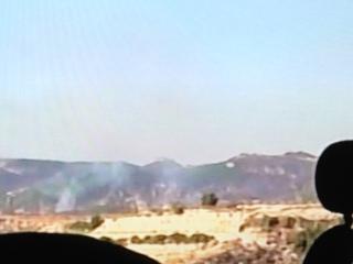 Pilonnage d'artillerie sur des positions de mortier rebelles.