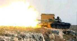 Un char de bataille T-62 de fabrication russe de l'armée syrienne tirant des obus explosifs de type OF dans la région de Qalamoun où se déroule l'une des batailles les plus cruciales du conflit en cours en Syrie.