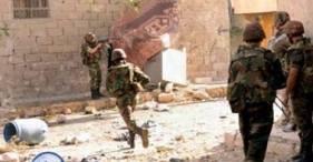 Des soldats de l'armée syrienne dans des combats de rue dans une localité près d'Idlib.