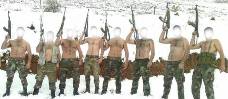 Des membres d'une unité de la Garde républicaine syrienne posant pour une photo souvenir dans la province d'Alep.
