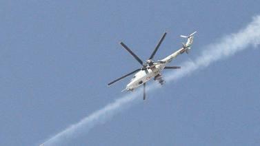 Hélicoptères syriens en action. Cette arme massivement utilisée il y a un an et demi a pratiquement disparu du ciel depuis trois mois. L'acquisition par les rebelles de canons anti aériens de calibres 23 et 30 mm ainsi que les conditions météo ont rendu l'usage d'hélicoptères d'attaque au sol assez rares. Mais depuis quelques jours, des MI-17 et des Gazelle dont l'entretien est très couteux en termes de pièces de rechanges ont brièvement refait leur apparition près de Damas.
