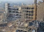 Pour pallier à leurs pertes sur le terrain, certaines factions extrémistes de la rébellion telles Daesh ou Ennosra mais également les brigades du Tawhid et de Jeish Al-Islam recourent à des attentats suicide en usant de véhicules piégés. Ici, ce qui reste de l'hopital central Al-Kindi d'Alep après son ciblage par une douzaine de voitures et de camions piégés conduits par des kamikazes. le directeur de ce complexe, un général, est mort lors de cet attaque.