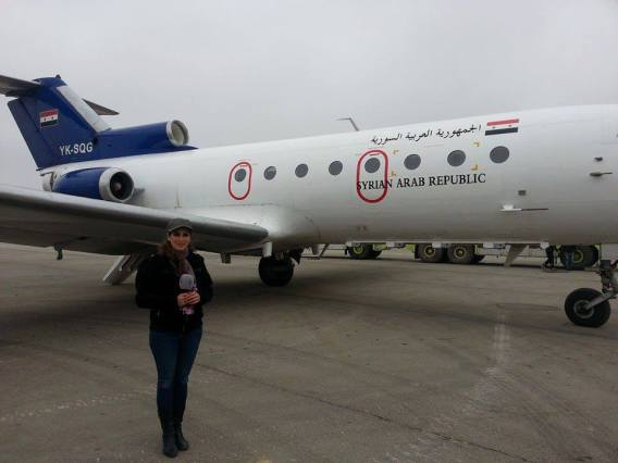 Aterrissage du premier appareil civil syrien sur l'aéroport d'Alep depuis presque deux après sa reprise par l'armée syrienne. L'ensemble des brigades rebelles qui s'y retranchaient ont été décimées, parfois jusqu'au dernier combattant. (Photo. Télévision syrienne)