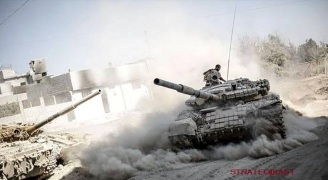 Des chars de bataille syriens de type T-72 AV à la manoeuvre. Des unités blindées syriennes se dirigent vers le Sud dans le cadre de l'offensive généralisée contre les fiefs rebelles et leurs soutiens étrangers. Par ailleurs, des hélicoptères d'attaque au sol de l'armée syrienne ont essuyé des tirs de la DCA de l'armée libanaise au dessus du village libanais d'Arsal d'où transitent des combattants étrangers financés par l'Arabie Saoudite et armés par la France. Une initiative saluée en Israël.