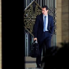 Le Président syrien Bashar Al-Assad dans le hall menant vers son bureau, 03 février 2014. Crédit Photo: agance SANA.