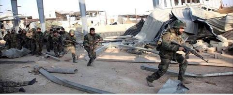 Les ennemis de la Syrie attendent un affaiblissement suffisant de l'armée syrienne pour passer à un niveau supérieur. Sur la photo , des soldats d'un régiment de génie de l'armée syrienne à l'offensive près d'Alep.