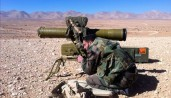 Soldat Syrien opérant un missile antichar de fabrication Russe Kornet 9M133 au Qalamoun, non loin des frontières libanaises. Image datée du 13 février 2014.
