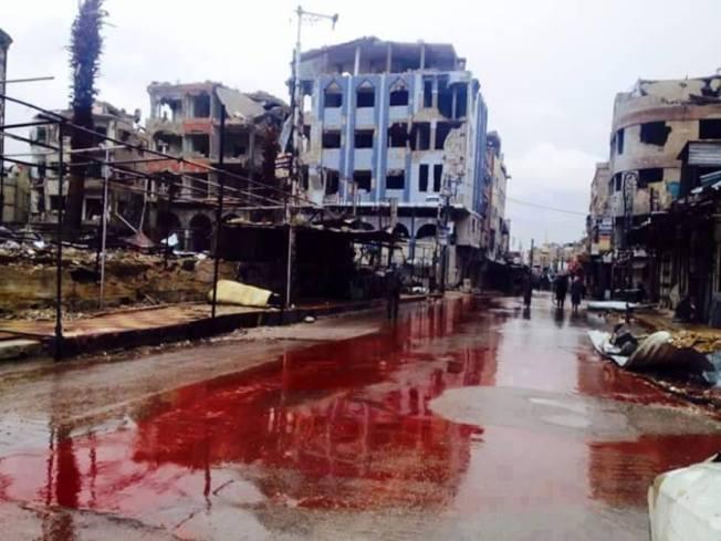 Ville de Douma, dans la périphérie de Damas. Après un furieux échange d'obus d'artillerie entre l'armée et différents groupes rebelles. L'aviation a réduit au silence les pièces rebelles. Mais à quel prix...