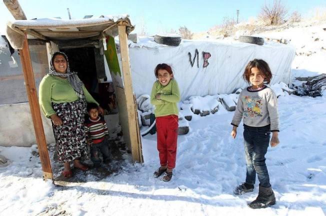 Réfugiés syriens. Selon les estimations, entre 8 et 11 millions de personnes vivant en Syrie ont été contraintes à se déplacer pour fuir la guerre.