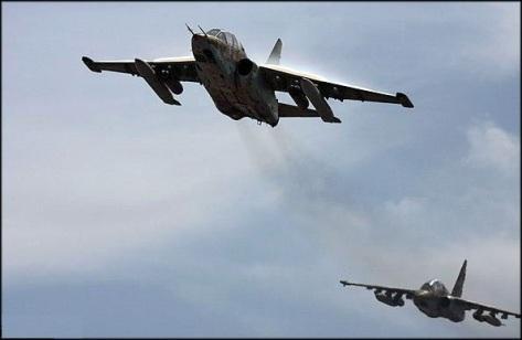 Deux avions de combat Sukhoi Su-25 des forces aériennes des Pasdarans iraniens en action. Cet avion d'attaque au sol a été la révélation des guerres en cours en Syrie et en Irak. Son efficacité est telle qu'il est devenu l'une des principales hantises des groupes rebelles armés.