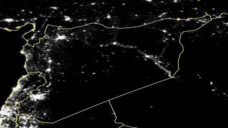 Photo satellite fort approximative et probablement modifiée de la Syrie prise de nuit au courant de l'année 2011, soit au début de la guerre.