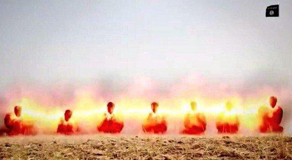Capture d'écran d'une vidéo de Daech en Irak montrant Sept prisonniers de guerre irakiens exécutés par Daech à l'aide d'un cordon détonateur de type PETN (tétranitrate de pentaérythritol)