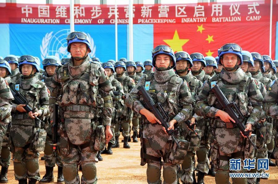 Casques Bleux Chinois armés de la dernière variante du fusil d'assaut QBZ-95. Crédit photo: News.cn