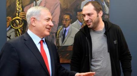 Le dictateur en titre de l'Etat d'Israël Benjamin Netanyahu avec le sioniste ukrainien Jan Koum (Whatsapp) en 2014.