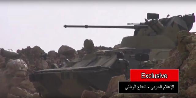 Un BTR-82 A utilisant son canon