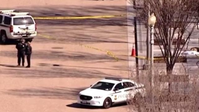 Un échange de coups de feu près de la Maison Blanche maquillé en suicide isolé