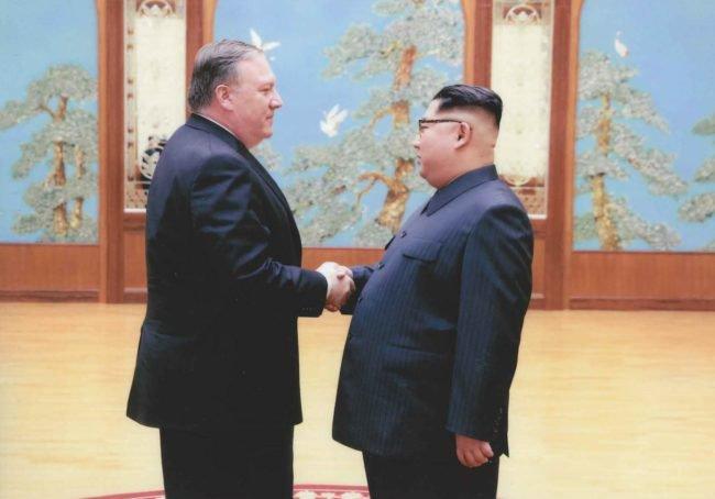 Photos du jour: Kim Jong-Un et Mike Pompeo